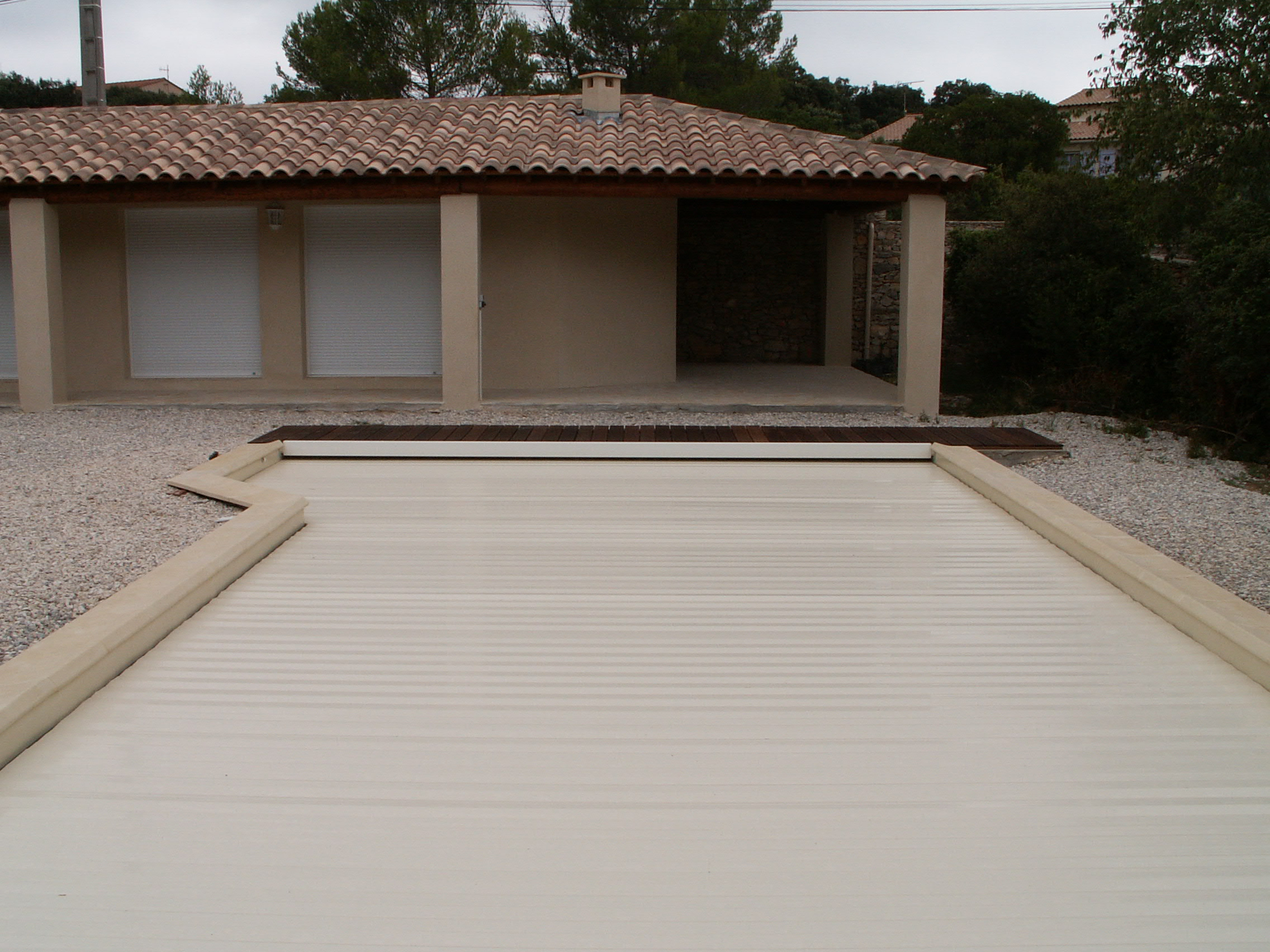 installation piscines Nimes - piscines_nimes-installation_piscines-amenagement_piscine-piscine_en_kit-piscine_en_bois-piscine_hors_sol-terrassement_piscine-installation_spa-renovation_piscine
