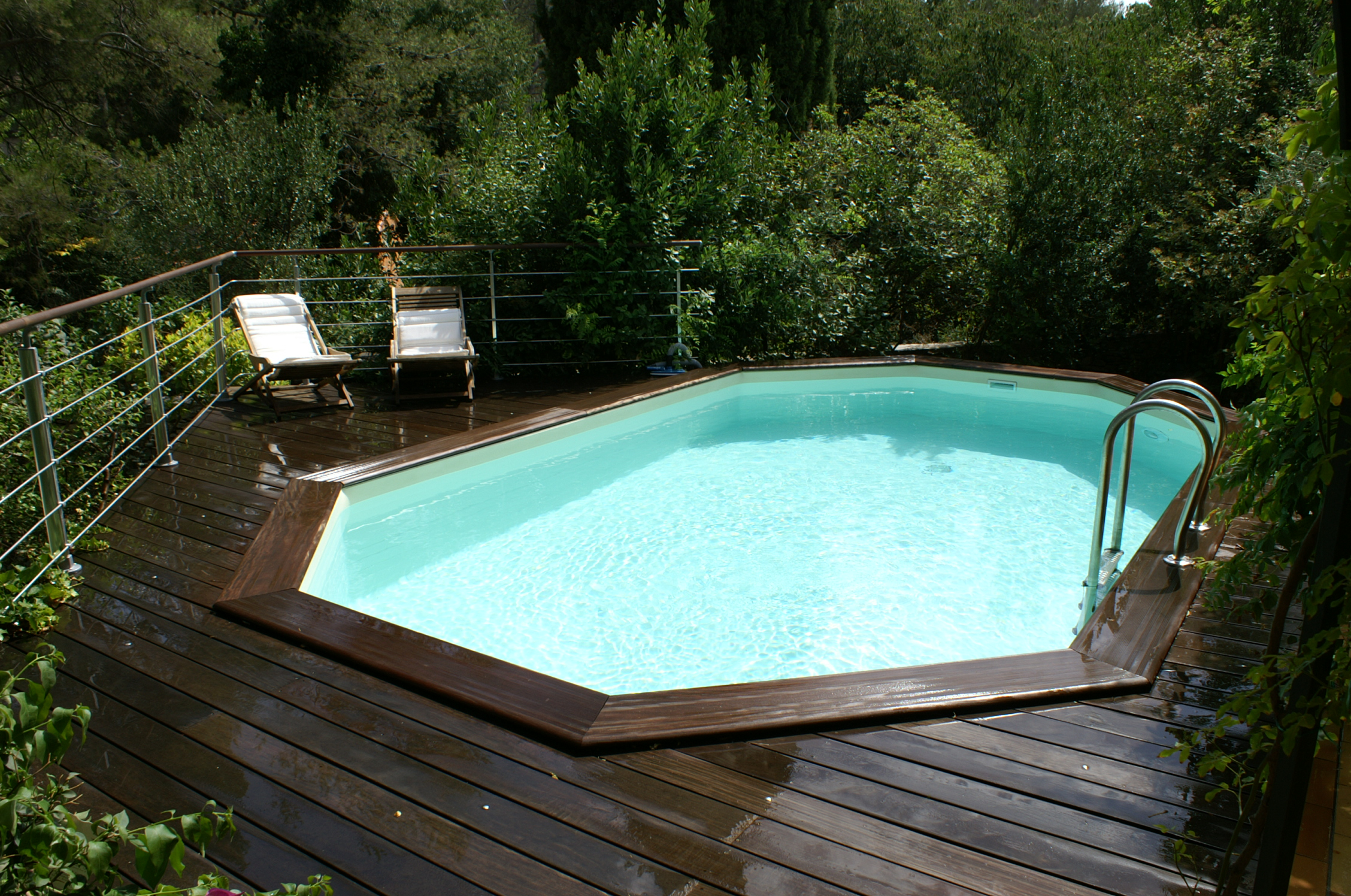 Amenagement piscine bois hors sol id es Pose piscine bois semi enterree