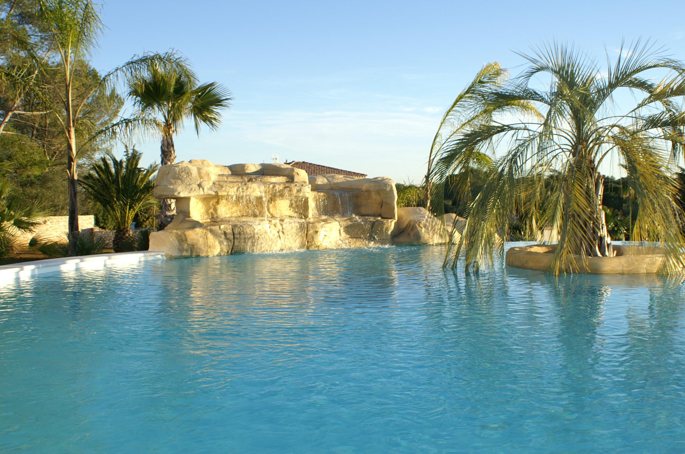 Construction piscines Nimes- piscines_nimes-installation_piscines-amenagement_piscine-piscine_en_kit-piscine_en_bois-piscine_hors_sol-terrassement_piscine-installation_spa-renovation_piscines