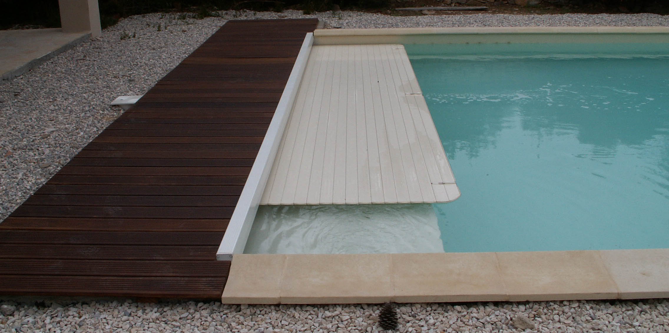piscines_nimes-installation_piscines-amenagement_piscine-piscine_en_kit-piscine_en_bois-piscine_hors_sol-terrassement_piscine-installation_spa-renovation_piscine reduite